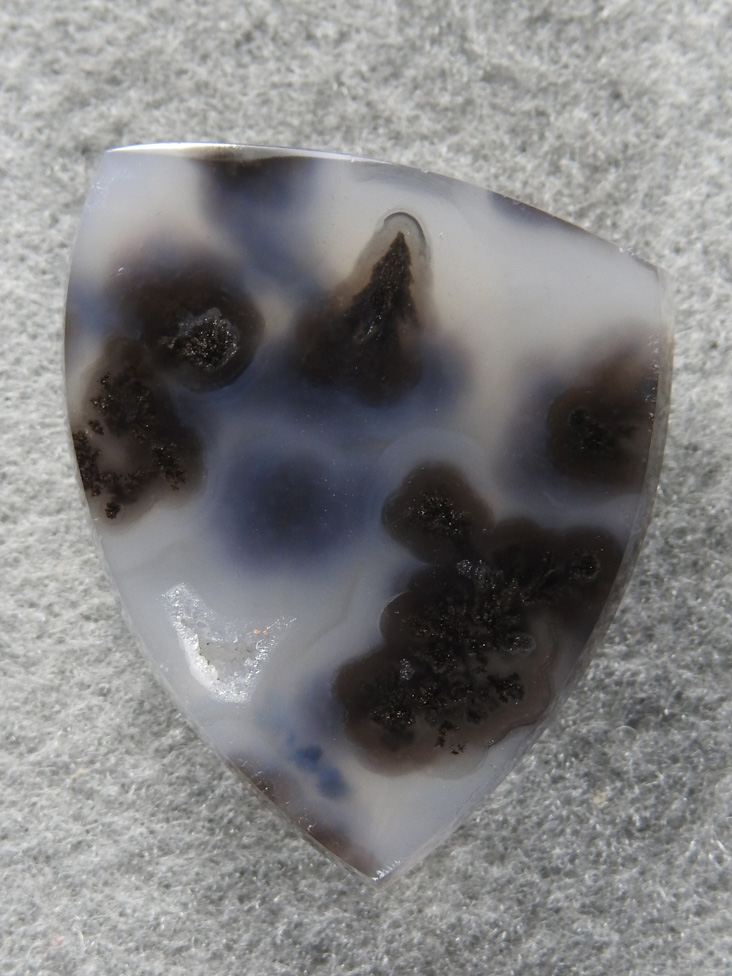 Singleton Plume Agate 1550 : The plumes are hiding a bit in this salt and pepper cab from Singleton